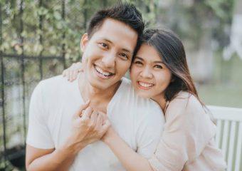 3 Cara Mengembalikan Perasaan Cinta Anda dan Pasangan